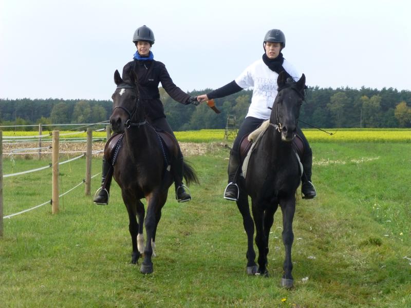 Die Drittplatzierten der Pferdesportler: Ellen und Maria